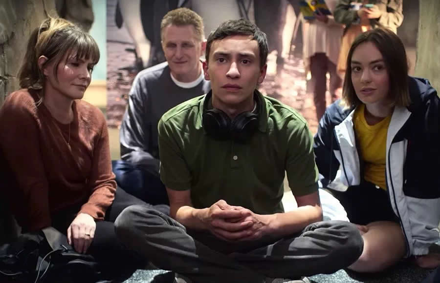 Atypical review a very generic teen drama from Netflix with one particular performance